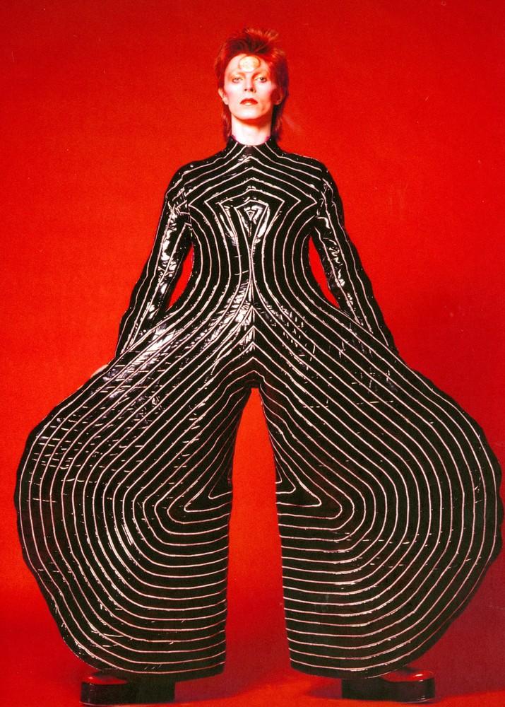 Costume de scène dessiné par Kansai Yamamoto pour le Aladdin Sane tour, 1973.